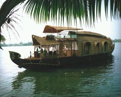 Roverholidays: Kumarakom Backwater Tour